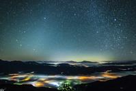 長野県 色付く雲海と星空