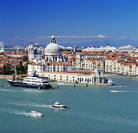 ヴェネチア 地中海と街並み