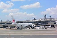 成田空港 T2  JAL B777-300