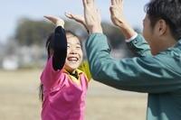 サッカーを習う女の子