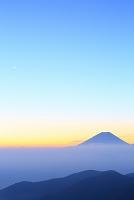 山梨県 丸山林道 朝焼けの富士山と雲海
