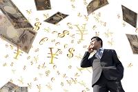 舞うお金と日本人ビジネスマン