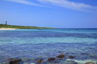 山口県 しおかぜコバルトブルービーチより夢ヶ崎と角島灯台 角島