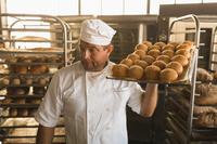 パン屋の外国人男性