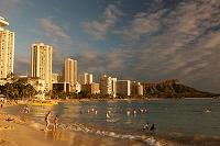 ハワイ ワイキキビーチの夕暮れ