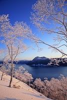 北海道 朝焼けの摩周湖と摩周岳