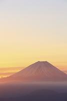 山梨県 丸山林道 朝日差す富士山