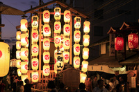 京都府 祇園祭(後祭宵山) 室町通に建つ鯉山と見物客