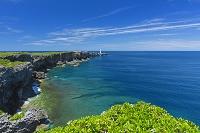 沖縄県 残波岬の灯台と海