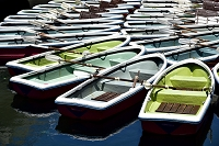 係留の手漕ぎボート