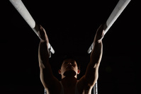 男子体操選手 平行棒