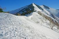 長野県 南尾根より残雪の爺ケ岳