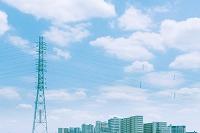 東京都 送電鉄塔とマンション群