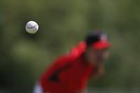 空中の野球ボール