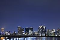 大阪府 梅田の高層ビル群と十三大橋の夜景