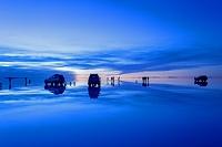 ボリビア ウユニ 雨期のウユニ塩湖の夜明け