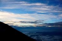 山梨県 富士山標高3300mから見た下界と雲