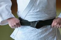 柔道場にいる男子柔道選手