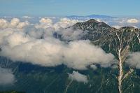 岐阜県 大喰岳から朝の笠ヶ岳と白山遠望