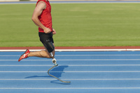 走る義足陸上競技選手