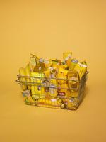 スーパーの買い物かご 黄色