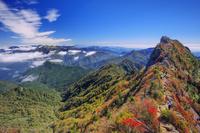 愛媛県 紅葉の石鎚山 弥山より天狗岳と瓶ヶ森