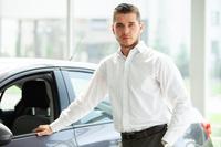 車と外国人男性