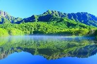 長野県 長野市 戸隠 初夏の鏡池と森