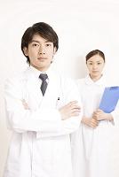 男性医師と看護師