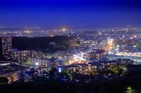 愛知県 東山スカイタワーから星ヶ丘方面の夜景