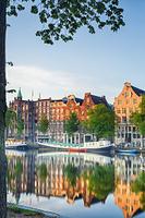 オランダ アムステルダム アムステル川とハウスボート(居住で...
