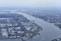 東京都 羽田空港上空から見た工業地帯
