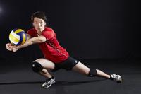 男子バレーボール選手 レシーブ