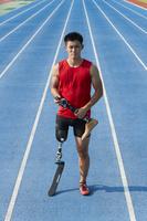 義足を持つ義足陸上競技選手