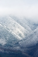 雪が降る山並み 福島県