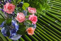 バラとアジサイと青竹