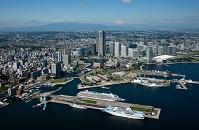 神奈川県 横浜港(客船)より横浜市街地と富士山