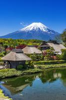 山梨県 富士山と忍野八海の水車小屋