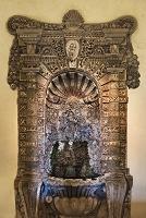 エステ家の別荘 邸宅内・「長い袖」と呼ばれる地下柱廊にある泉