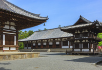 日本 奈良県 唐招提寺 講堂(中央)と鼓楼(右)