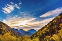 日本 栃木県 奥日光の山並みと雲