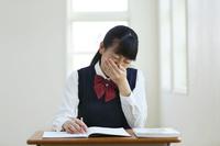 授業中に体調が悪くなる女子高生