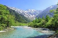長野県 梓川と残雪の穂高連峰