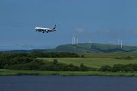 風力発電機とボーイング767 ANA メグマ沼と宗谷ウインドファーム