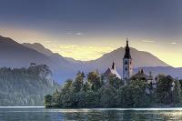 スロベニア ブレッド湖とユリアンアルプス