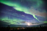 アメリカ合衆国 アラスカ州フェアバンクスに舞うオーロラ