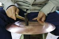 新潟県 燕市 鎚起銅器 一枚の銅板からヤカンを作る(新潟無形...