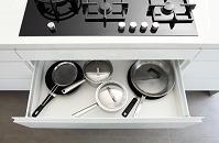 調理器具が収まったキッチンの引き出し