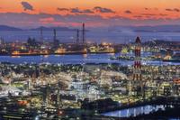 岡山県 水島コンビナートと瀬戸内海夕景