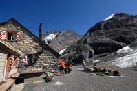 スイス ベルナーアルプス 山小屋と登山客